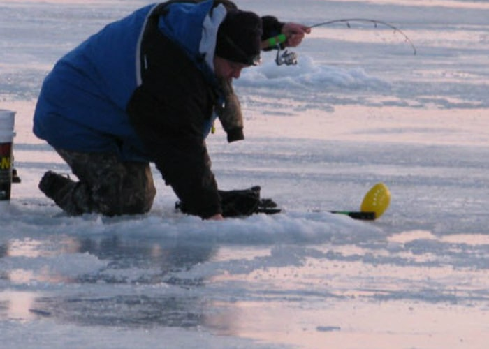 ice fishing for walleyes green bay wi